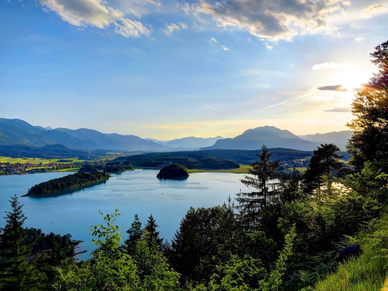 Standpunkt Taborhöhe mit sicht auf den Faaker See und Villacher Alpe, Dobratsch