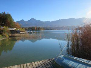 Herbststimmung mit Blick auf den Faaker see und den Mittagskogel