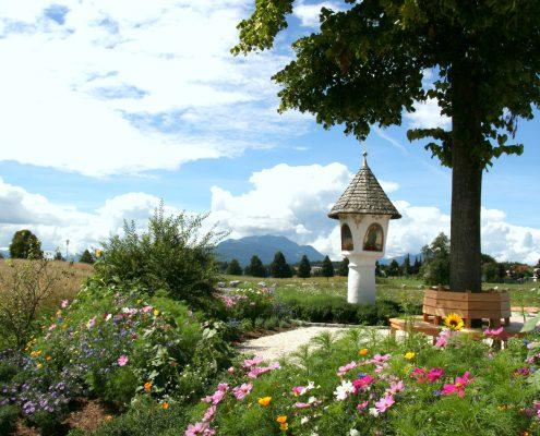 Aussichtspunkt - Bildstock in Egg mit Martlere und Blumen