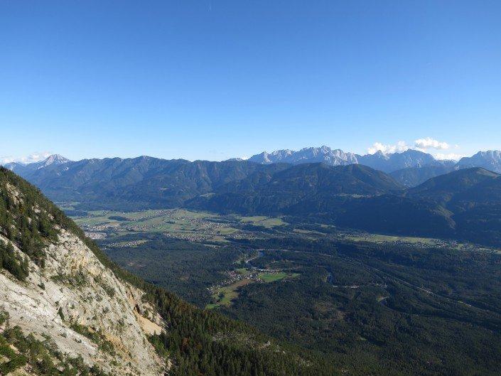 Aussichtspunkt bei der Alpenstraße mit Blick auf die Karawanken und Julische Alpen