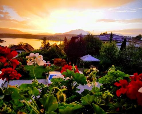 Sonnenuntergang am See vom Balkon
