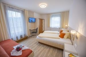 Schlafzimmer 1 mit Balkonterrasse und Seeblick Type A